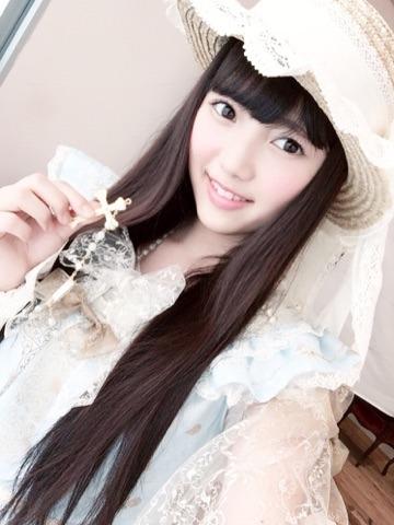 可愛い帽子をかぶっている上村莉菜の画像